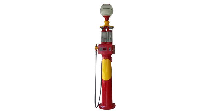 Ancienne pompe à essence lampadaire